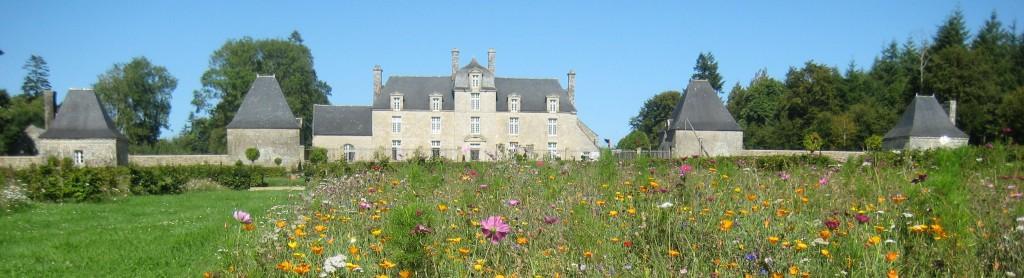 chateau du coscro et ses jardins fleuris